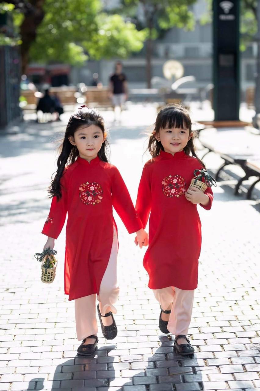 áo dài cách tân mẹ và bé gái