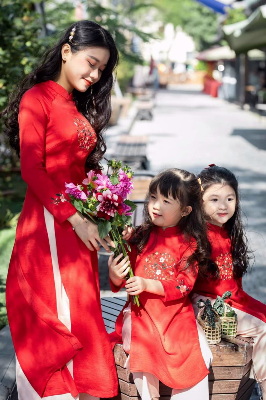 áo dài cách tân màu đỏ đô