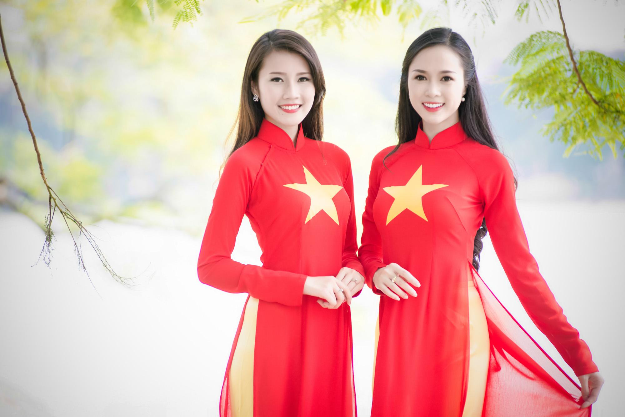 áo dài cờ đỏ sao vàng