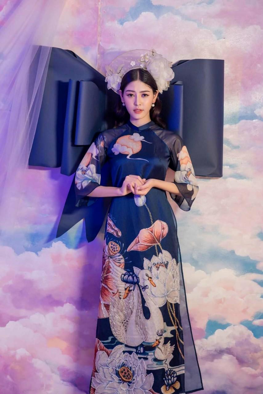 Áo dài hoa sen may sẵn màu xanh lam