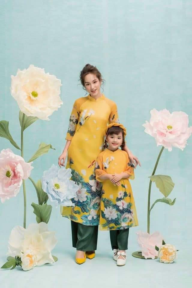 Áo dài hoa sen cho bé