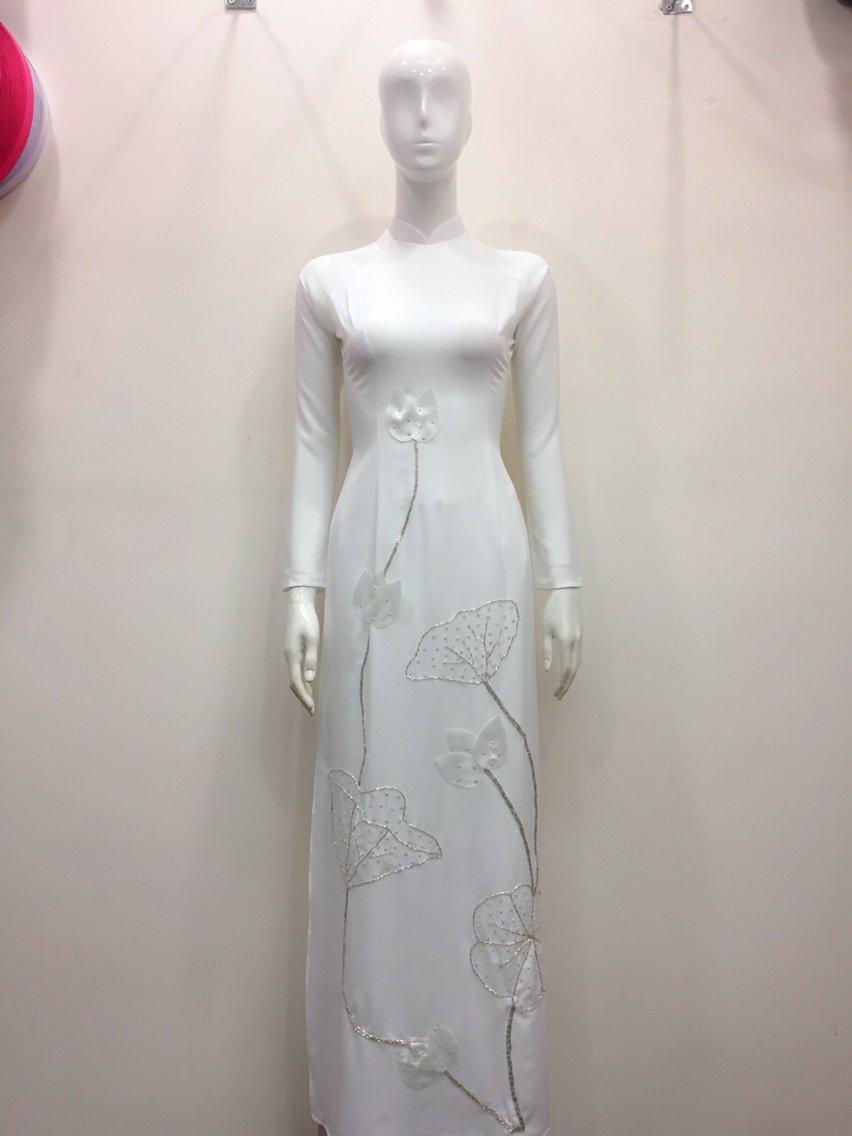 Áo dài hoa sen trắng